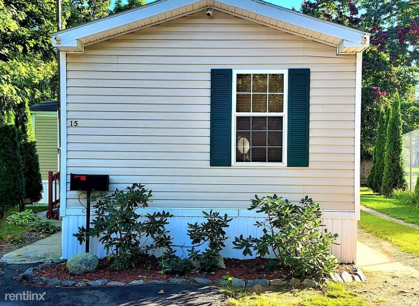 15 Manchester St, Laconia, NH - 1,000 USD/ month