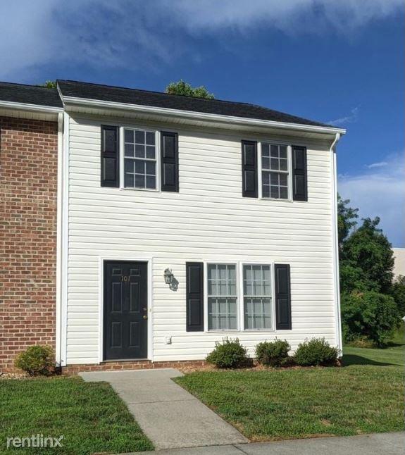 Old Forest Rd, Lynchburg, VA - 1,400 USD/ month