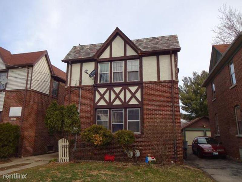 1222 Jackson st., Rockford, IL - 800 USD/ month