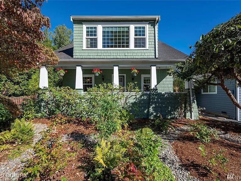 12042 38th Ave NE, Seattle, WA - 2,000 USD/ month