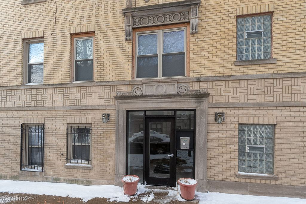 4756 N. Maplewood, Unit 305, Chicago, IL - 925 USD/ month