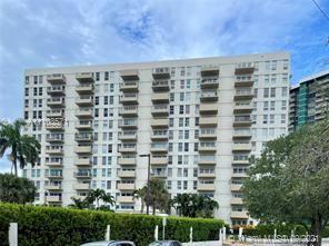 880 NE 69th St, Miami, FL - 1,800 USD/ month