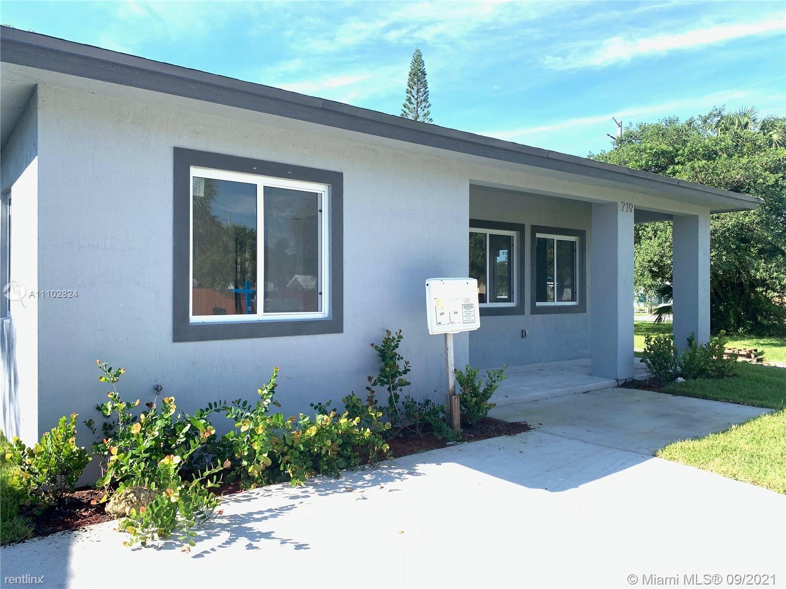 719 SW 9th St, Dania Beach, FL - 3,000 USD/ month