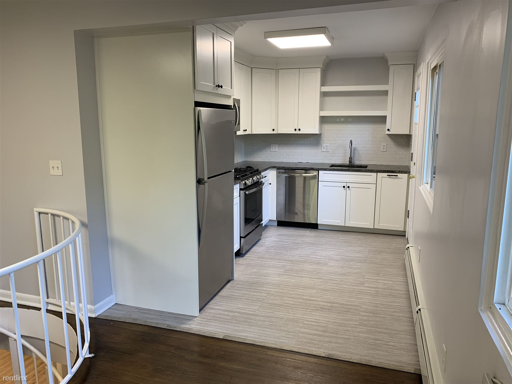 28 Pine Hill Ave - 1900USD / month