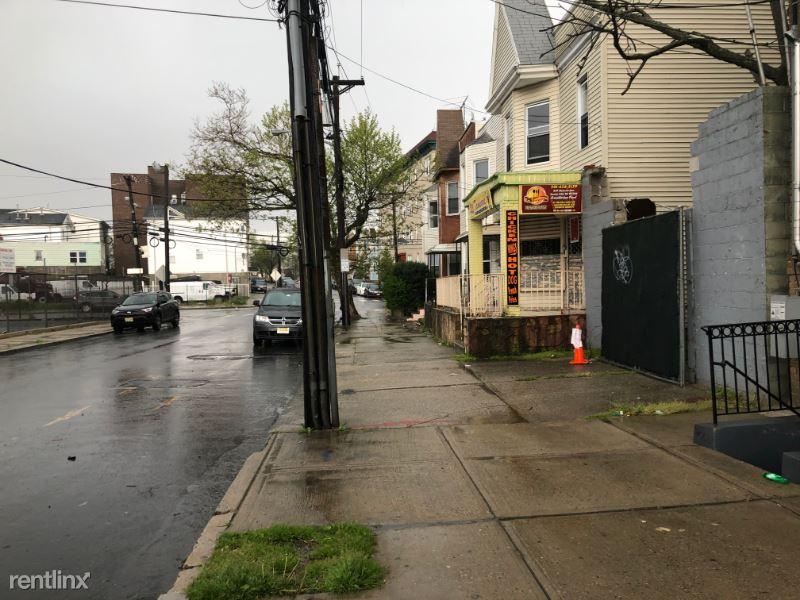 251 Beacon Avenue 17