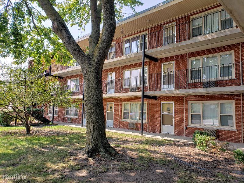 10200 S Pulaski Rd 1st floor - 950USD / month