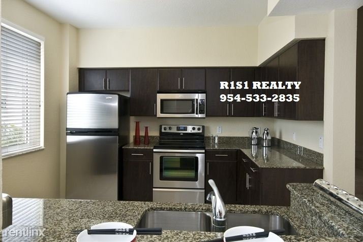 4th and 6th, Ft Lauderdale, FL - $2,364 USD/ month