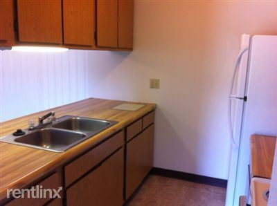 320 Alger, Howell, MI - $615 USD/ month