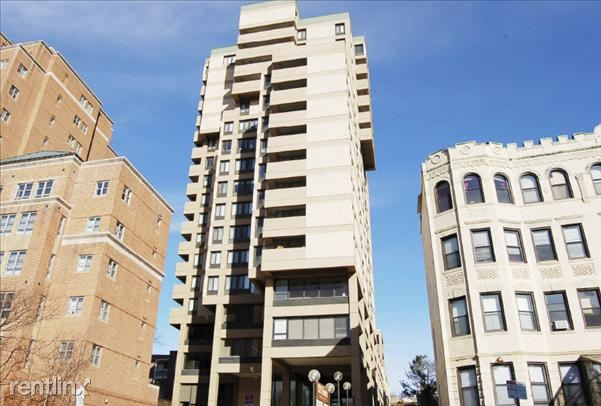 Centre St. and Hancock St. - 2700USD / month