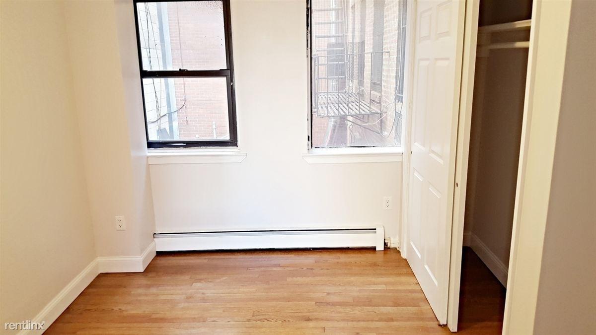 347 W 53rd St, New York, NY - $3,150