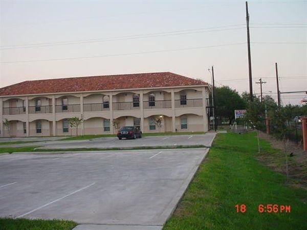 609 Buena Vista Dr, Weslaco, TX - $675