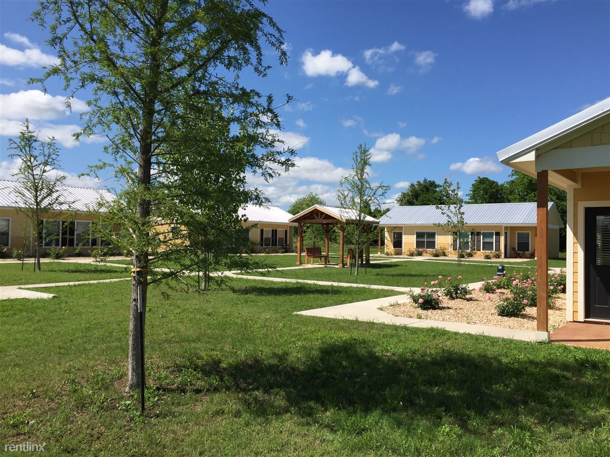 1200 W 16th St, Cameron, TX - $895 USD/ month