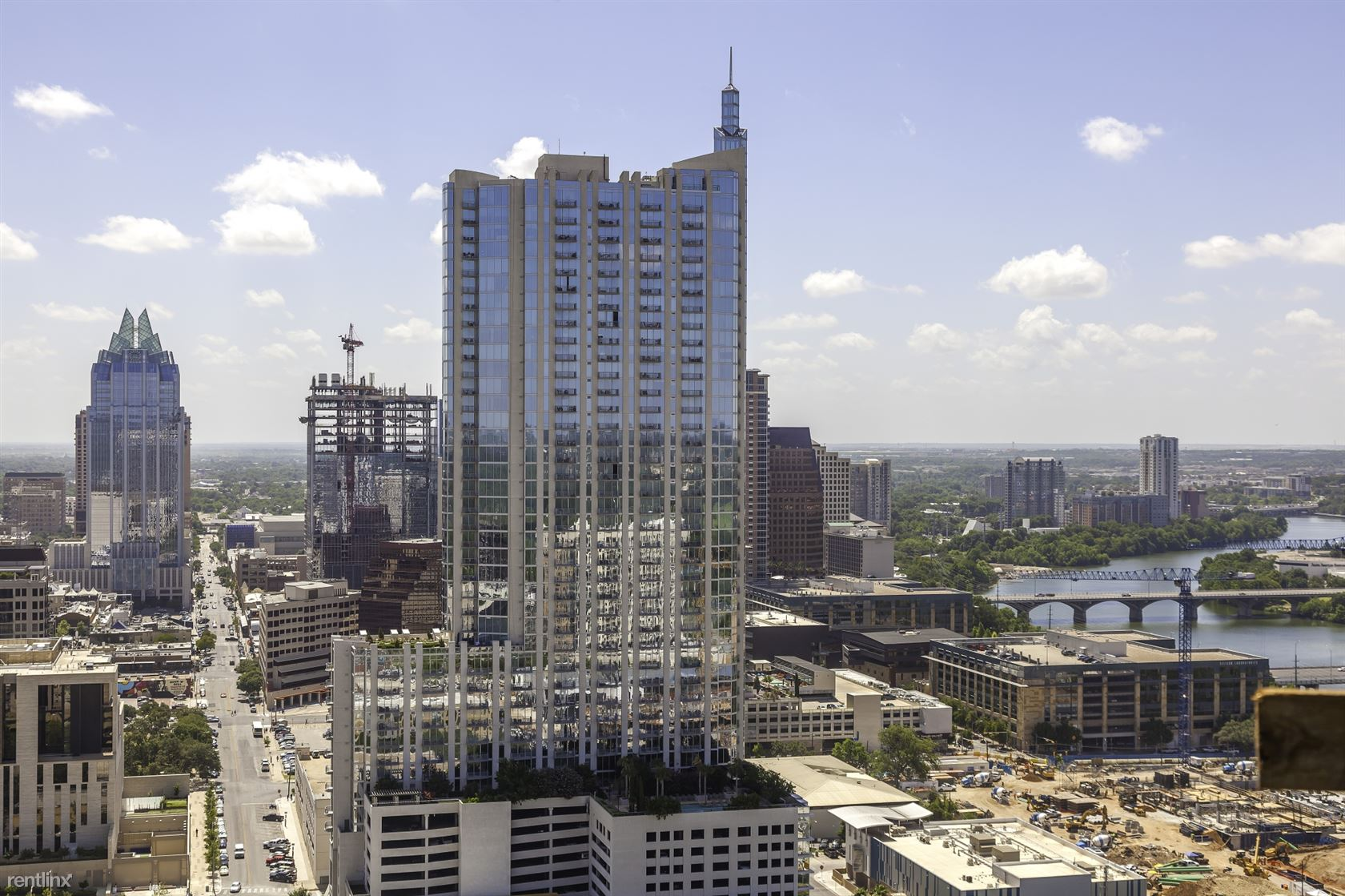 5th and Lamar Blvd, Austin, TX - $8,554 USD/ month