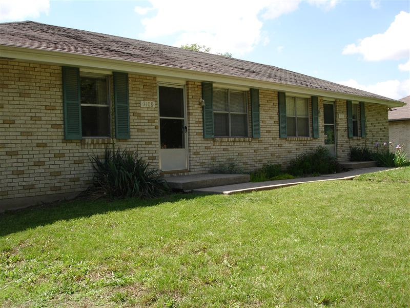 7108 N Park Ave # 7110, Gladstone, MO - $875 USD/ month