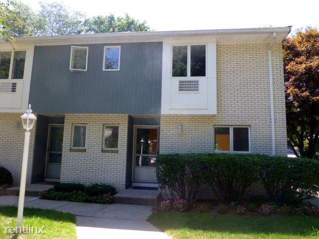 1019 W Roxbury Pkwy, Chestnut Hill, MA - $2,990