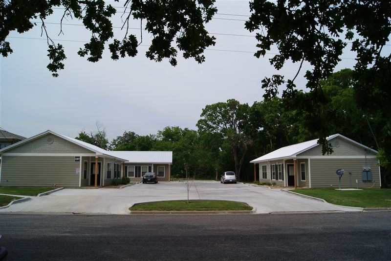 1087 E Independence St, Giddings, TX - $845 USD/ month