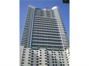 60 SW 13th St - 1800USD / month
