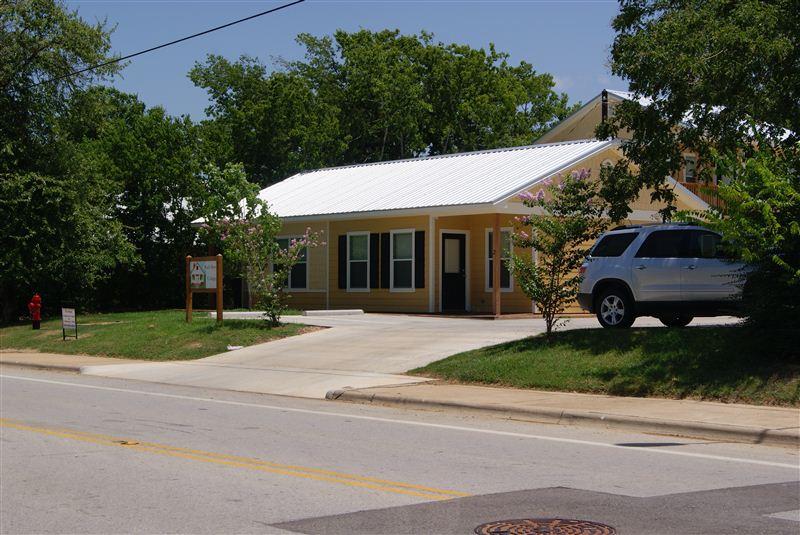 204 E Buck St, Caldwell, TX - $795