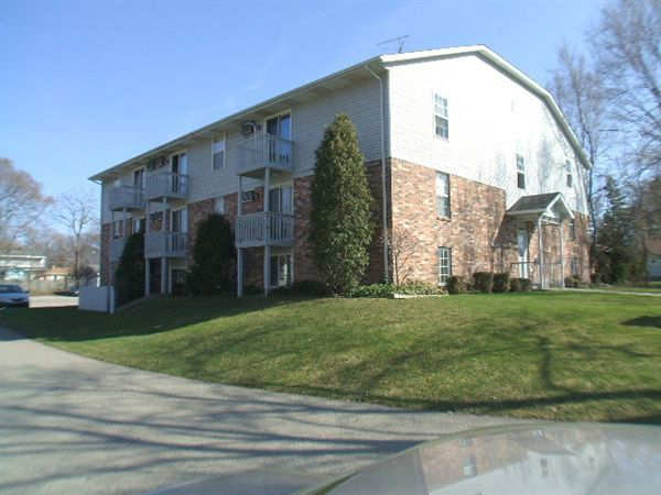2260 Byron Center Ave SW, Wyoming, MI - $845 USD/ month