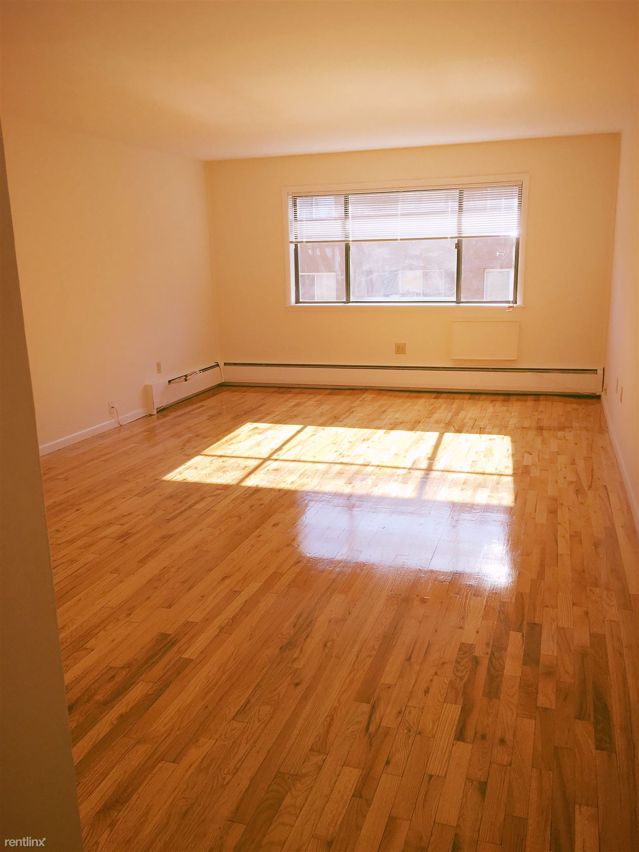 Hope St and Camp Ave, Stamford, CT - 1,150 USD/ month