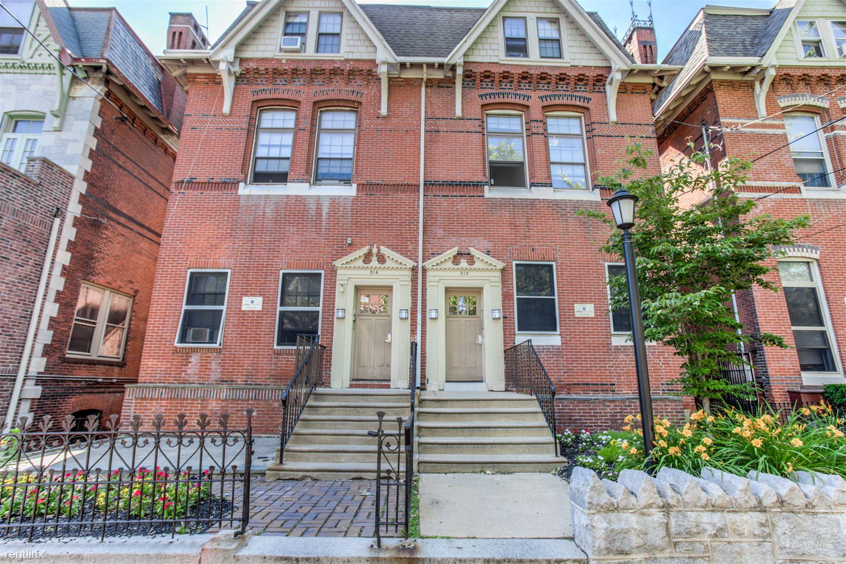 214 S 42nd St, Philadelphia, PA - 810 USD/ month
