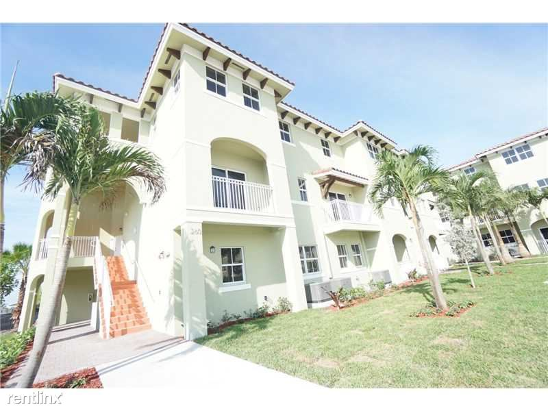260 NW 109th Ave Apt 202 - 2100USD / month