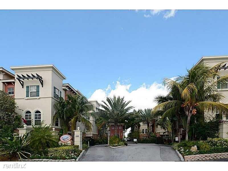 1033 NE 17th Way, Ft Lauderdale, FL - $3,000 USD/ month