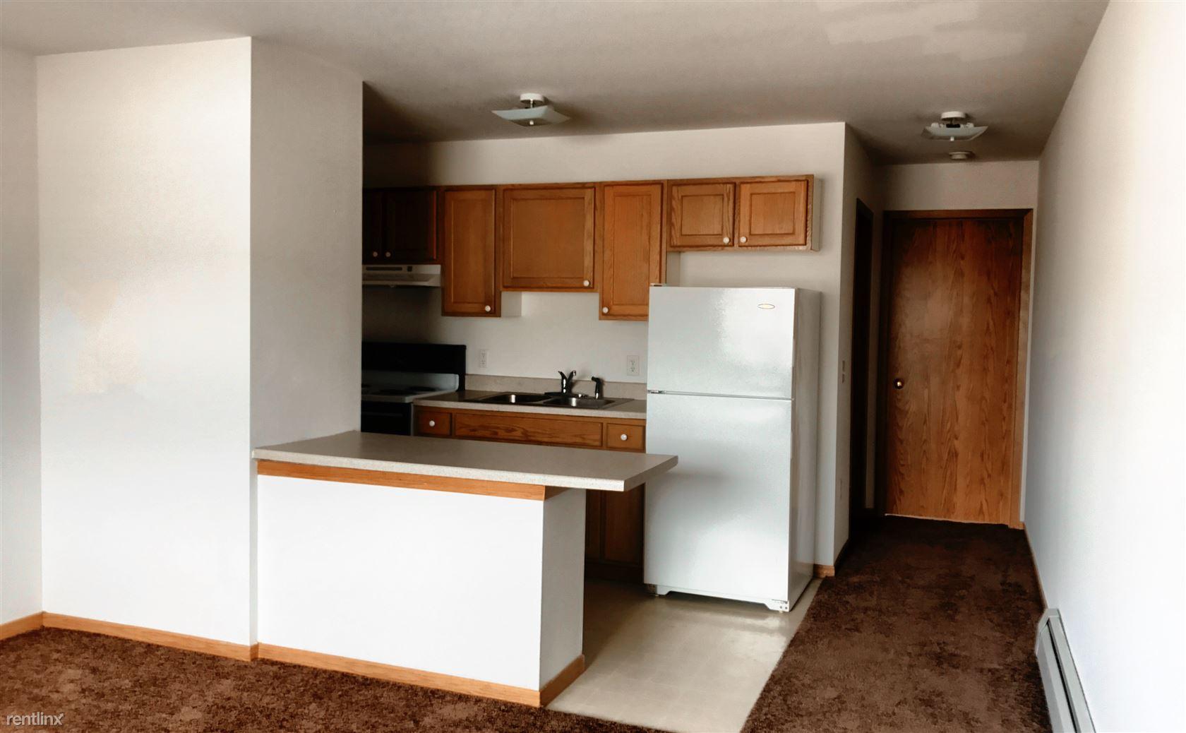 6138 Dean Rd SW, Cedar Rapids, IA - $740