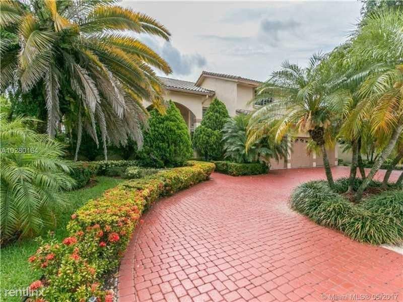 601 Laurel Ln E, Pembroke Pines, FL - $4,500