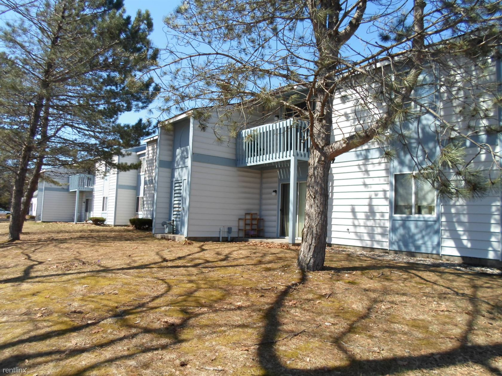 210 W Etherington, Mackinaw City, MI - $680 USD/ month
