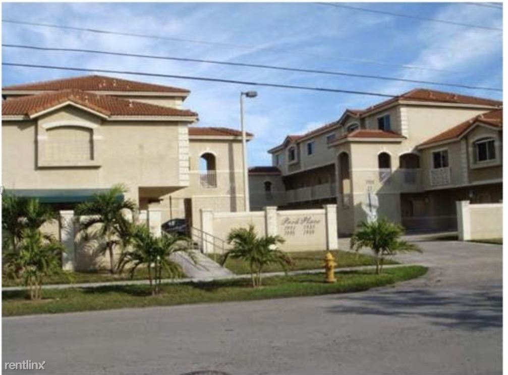 7989 NW 8th St Apt 105 - 1900USD / month