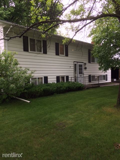2502 S 10th St, Grand Forks, ND - $1,695