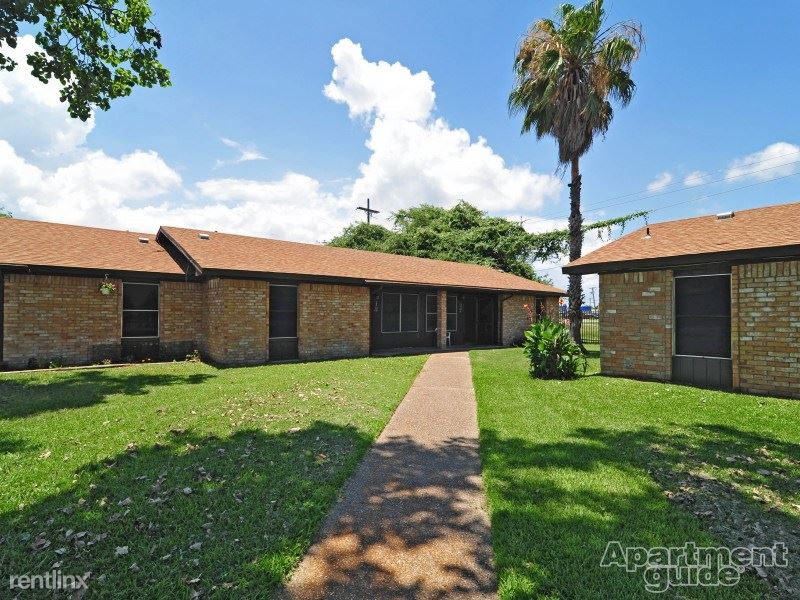 725 S Young St, Rockport, TX - $905