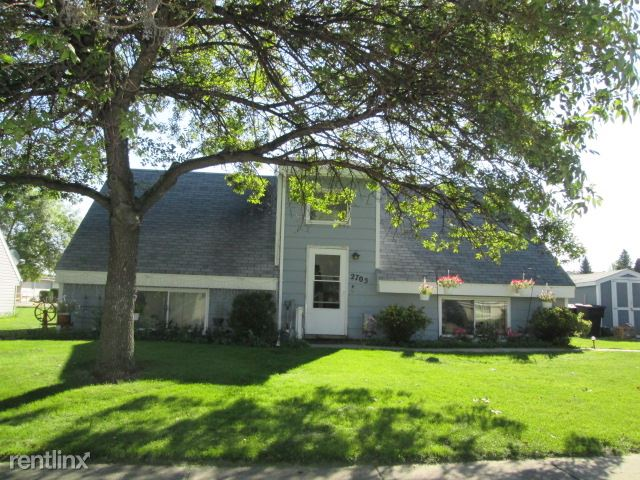 2705 1/2 S 18th St, Grand Forks, ND - 425 USD/ month