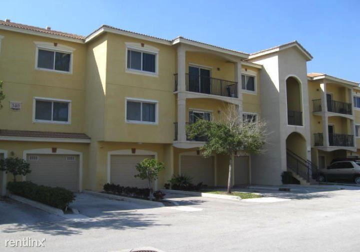 340 Crestwood Cir Apt 101, Royal Palm Beach, FL - $1,950