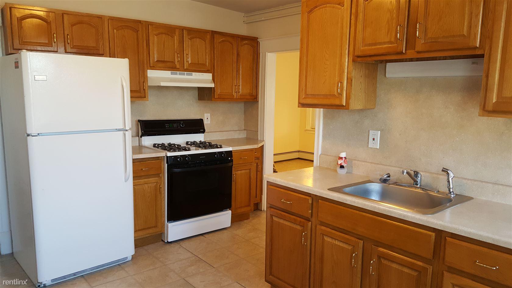 20 Mitchell St, New Britain, CT - 1,250 USD/ month