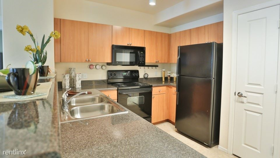 Off the 202, not far from the 101, Tempe, AZ - $1,375