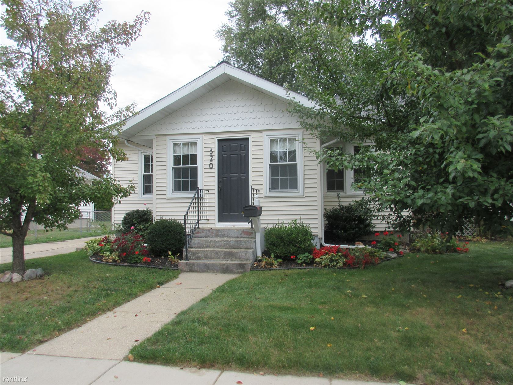320 Adolph St, Rockford, MI - $1,675 USD/ month