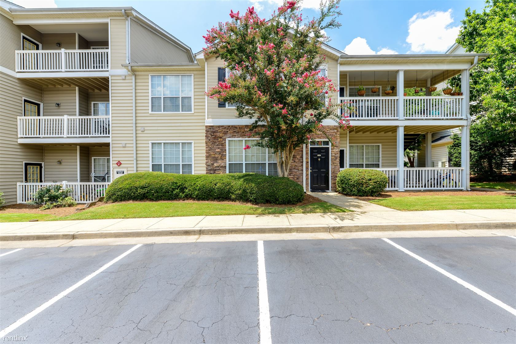 Apartments Near Kennesaw State | College Student Apartments