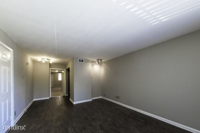 5827 Blackwell Street, Dallas, TX - $725 USD/ month