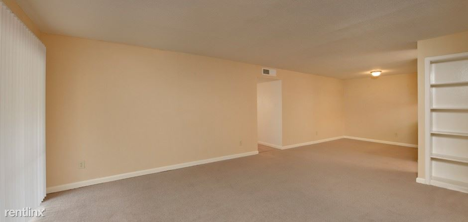 9220 Clarewood Drive - 1134USD / month