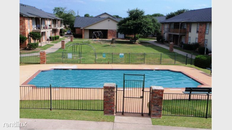 12221 Fleming Drive - 1020USD / month