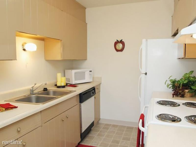 3446 South Akron Street - 1025USD / month