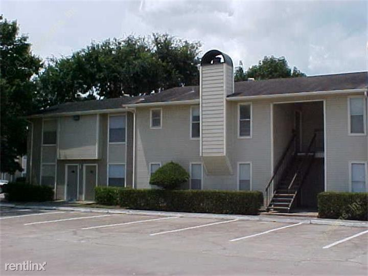 1302 Broadway Street, Pearland, TX - $930
