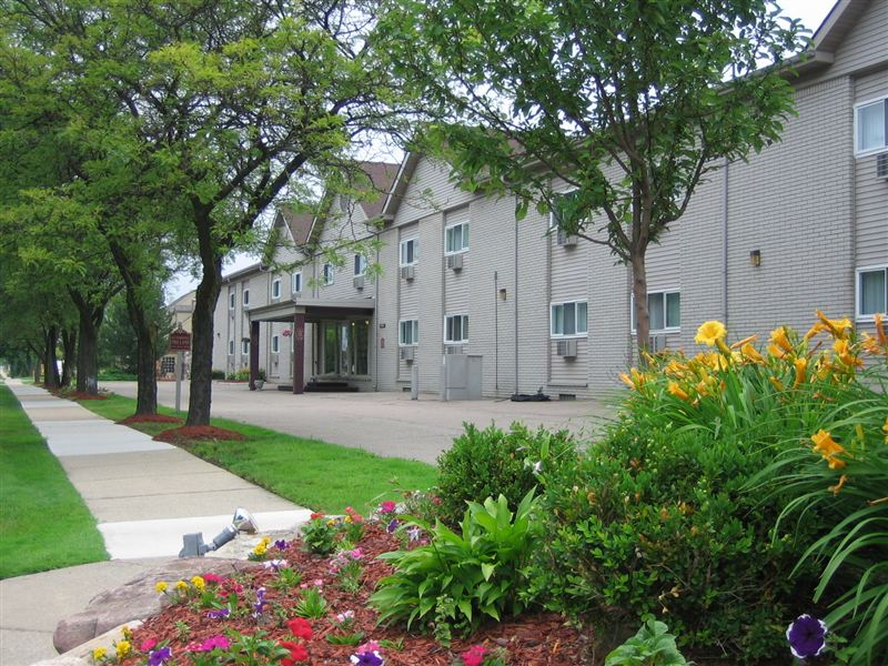 34400 Dequindre Rd, Sterling Heights, MI - $920