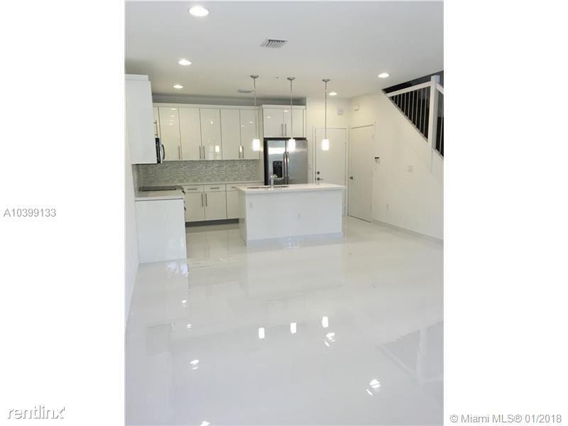 2610 NE 213th St Unit 104, Aventura, FL - $2,400