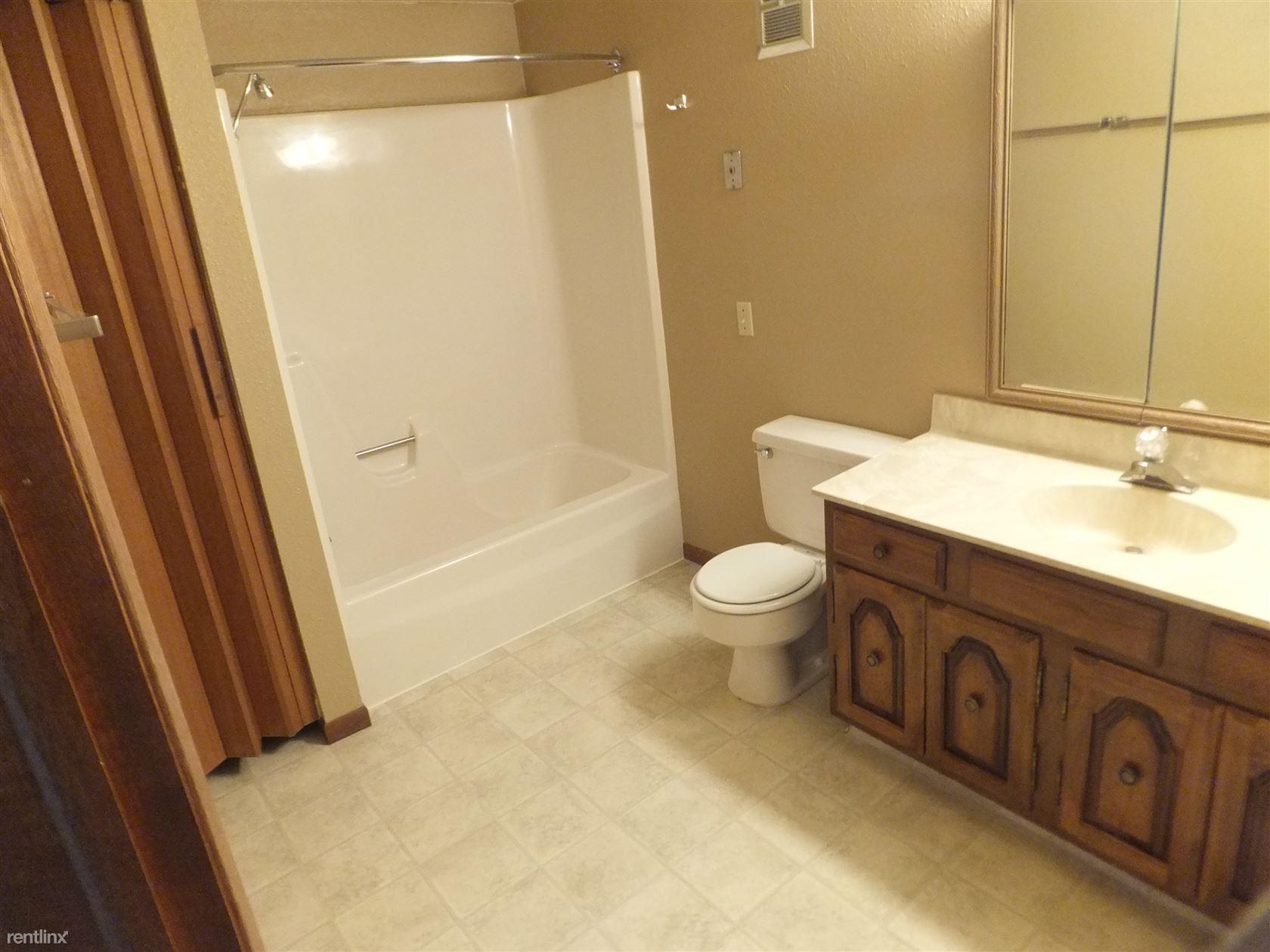 104 Boise Ave, Bismarck, ND - 850 USD/ month