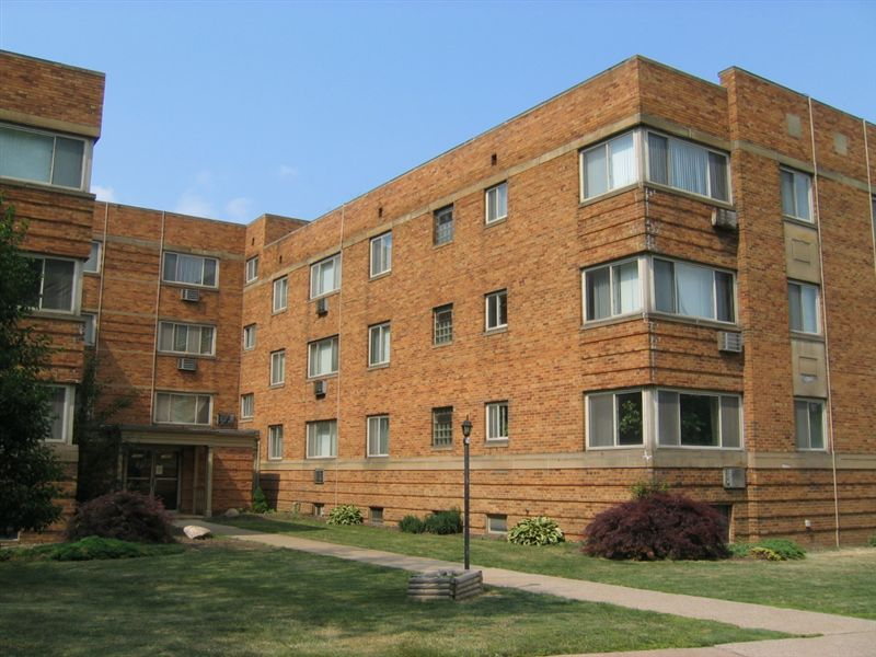 College Apartments in Lakewood | College Student Apartments
