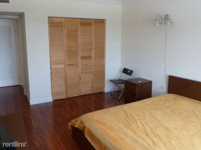 400 Kings Point Dr Apt 305, Sunny Isles Beach, FL - 1,395 USD/ month