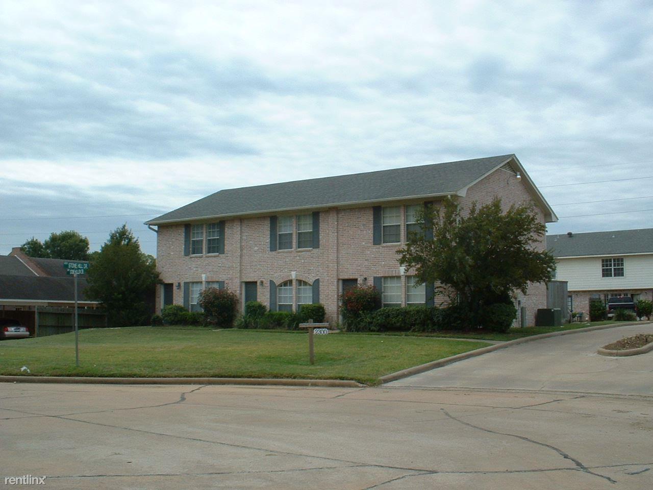 2300 Stone Hollow Dr, Brenham, TX - $950